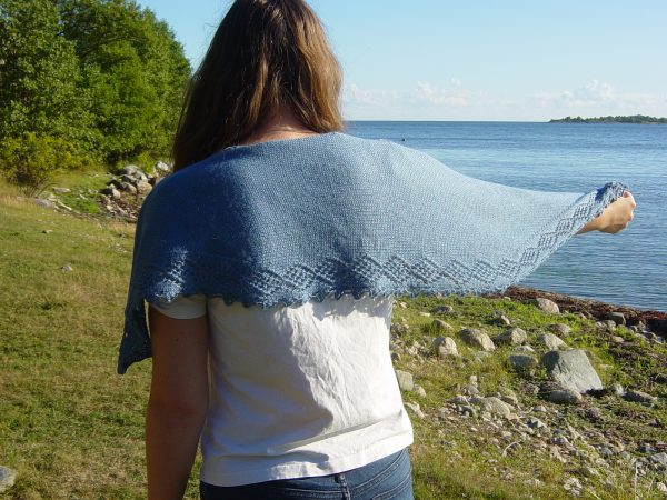 Ester shawl knitting pattern by Julia Riede