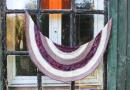 Phoebe shawl knitting pattern by Julia Riede
