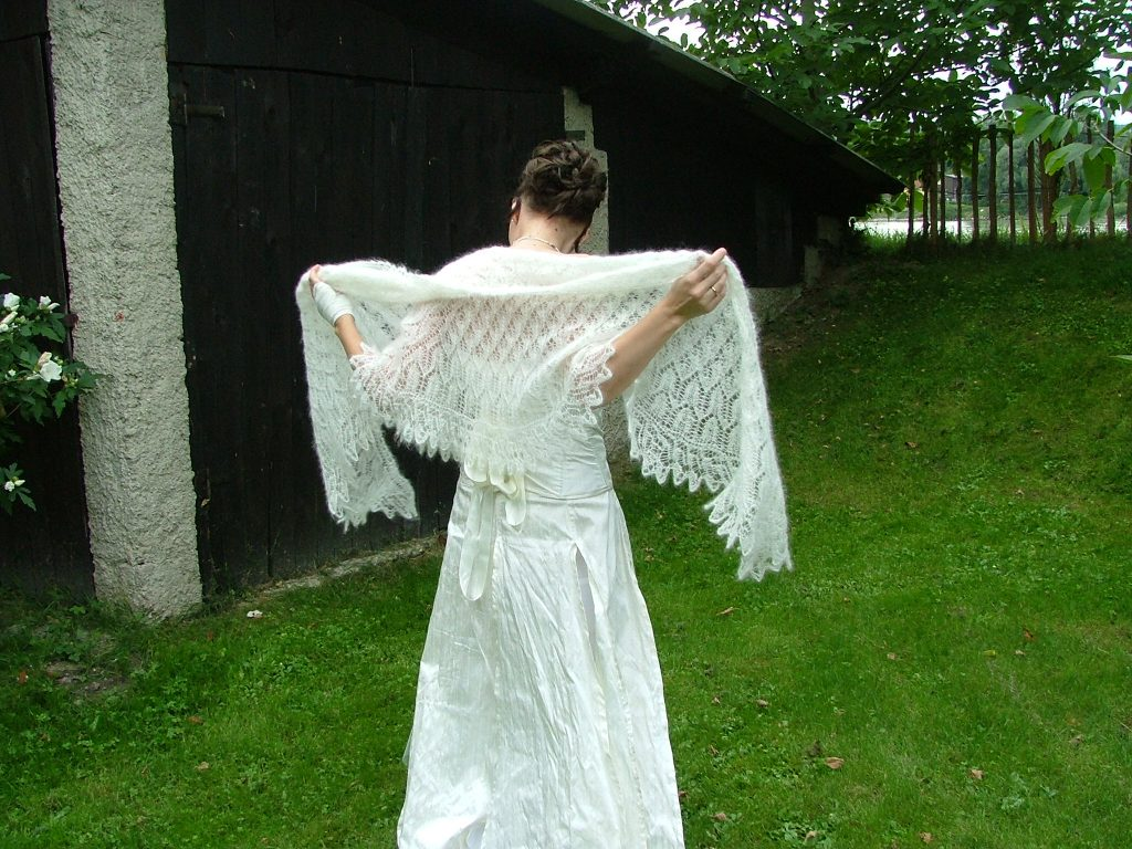 Yarn Love Challenge: Speed Knitting a wedding shawl