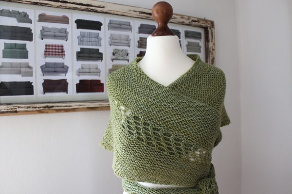 Wollness Crescent shawl knitting pattern by Julia Riede