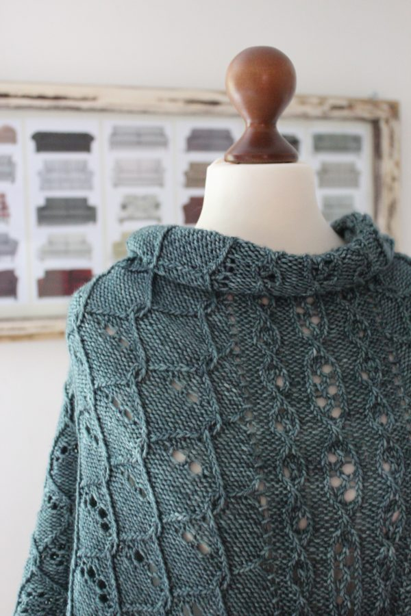Steel Teal shawl knitting pattern by Julia Riede