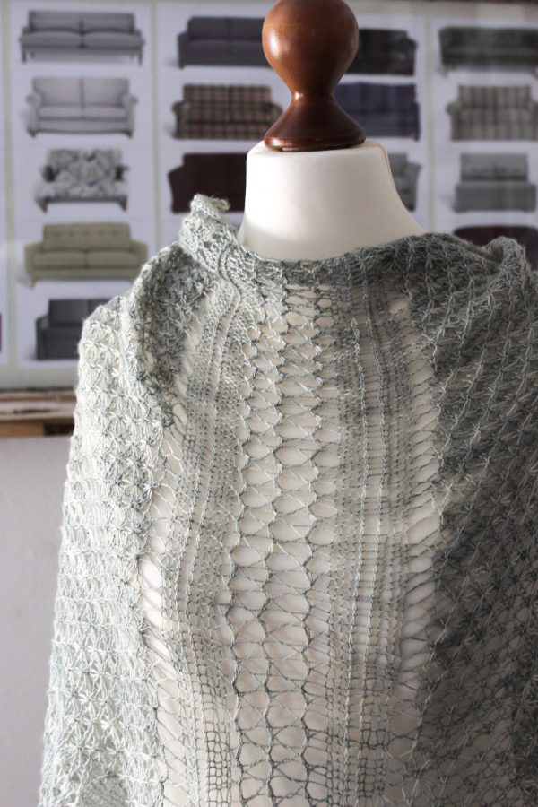 Sage shawl knitting pattern by Julia Riede