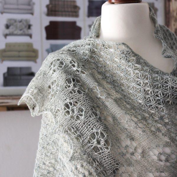 Sage shawl knitting pattern by Julia Riede