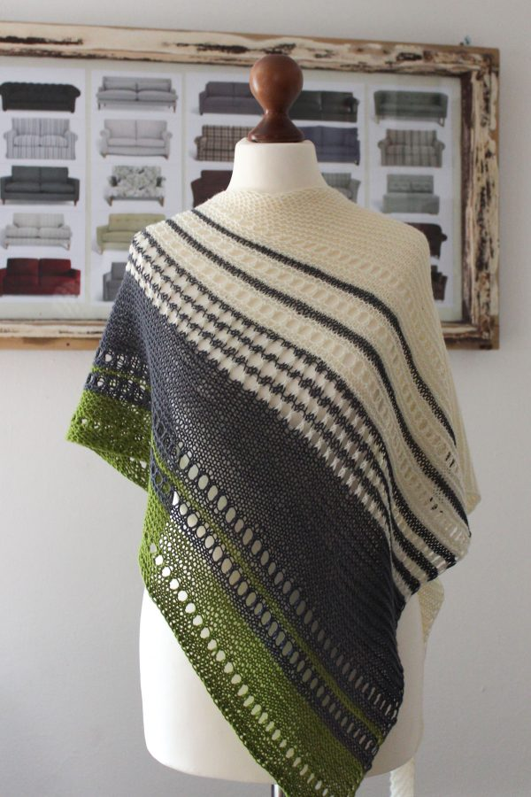 Color & Lace shawl knitting pattern by Julia Riede