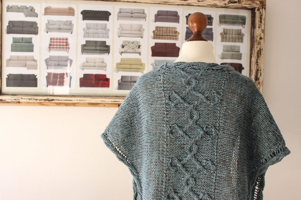 Aegean Sea shawl knitting pattern by Julia Riede
