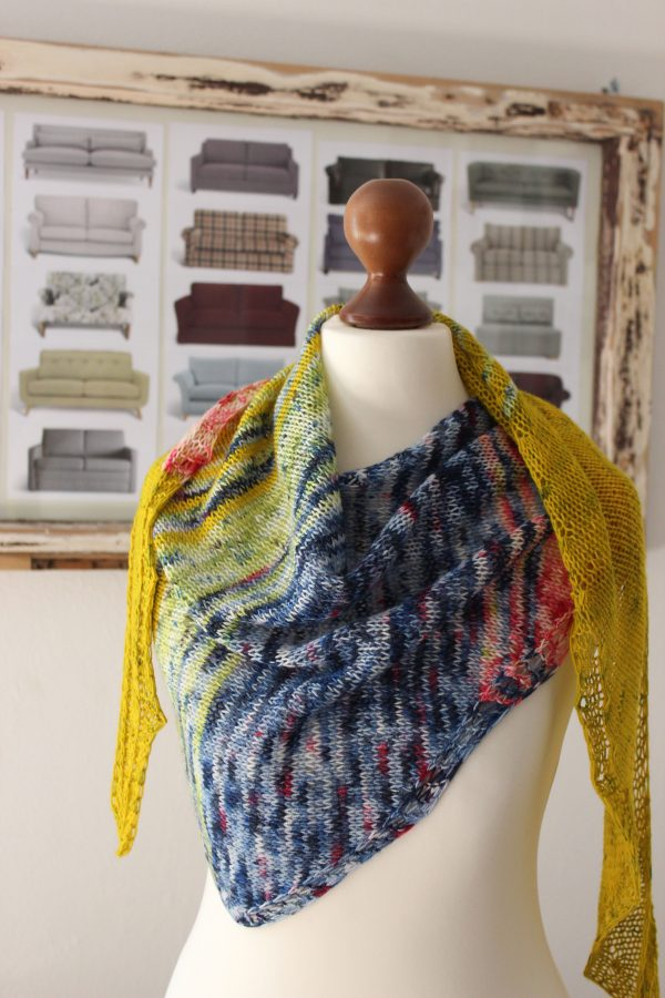 Spring Cleaning shawl knitting pattern by Julia Riede