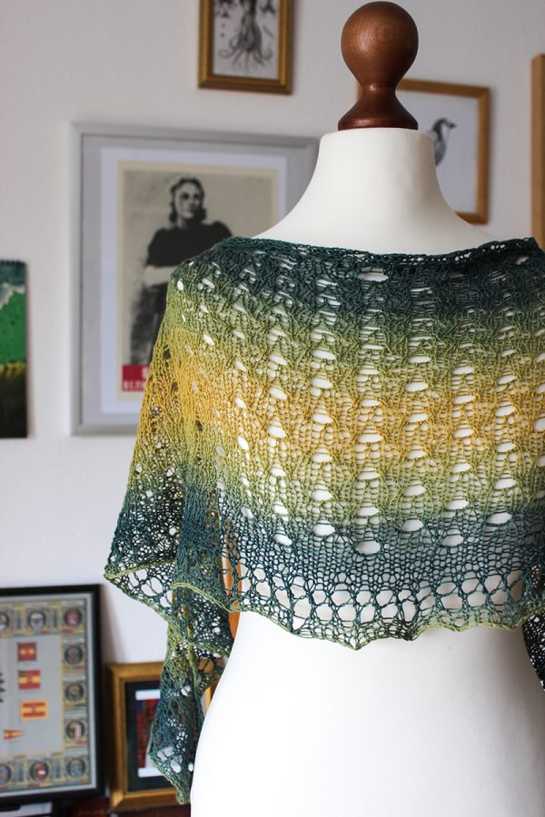 Tahiti shawl by Julia Riede