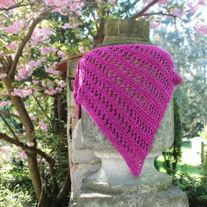 Magenta Loops shawl by Julia Riede